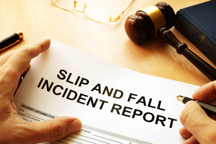 $250,000 Settlement by Attorney for Leg Injury from Fall in Dallas, TX