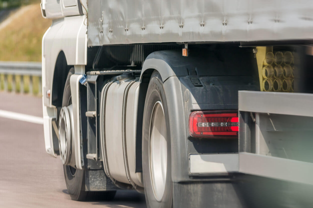 $962,500 Settlement for 18-Wheeler Accident Injury Requiring Surgery